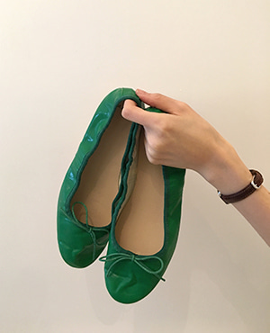 multi flat shoes
