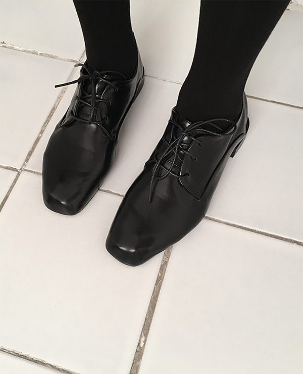mori black shoes
